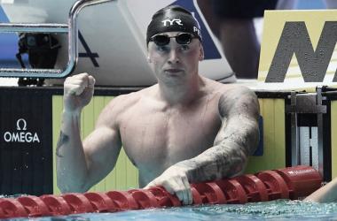 Adam Peaty tras lograr el récord del mundo en la semifinal de 100 braza. // Foto: FINA