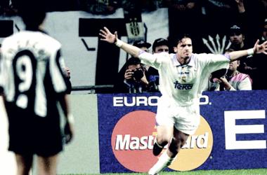 Pedja Mijatoviç celebrando el gol | Foto: Realmadrid.com