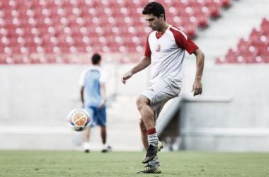 Carmona já tem experiência no futebol pernambucano (Foto: Divulgação/Nàutico)