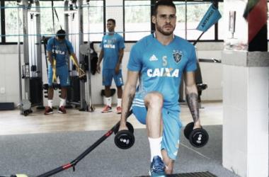 Destaque no Avaí, meia Pedro Castro é oficializado como novo reforço do Sport