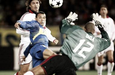 Iarley desvió un centro del Mellizo Barros Schelotto y habilitó a Donnet para que convierta el empate. Foto: Pasión Fútbol.