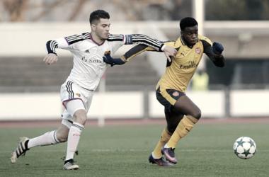 Pedro Pacheco junto a Stpehy Mavididi en el Basilea-Arsenal de la UEFA Youth League   Fotografía: Arsenal FC
