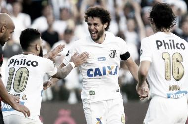 """Victor Ferraz comemora vitória do Santos: """"A gente sai de alma lavada"""""""