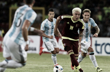Los argentinos no pueden con Peñaranda. Foto: Conmebol.