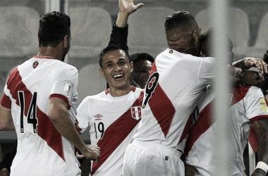 En el 2011, Perú venció a Paraguay 2-0 con dos goles de Guerrero. (Foto FIFA)