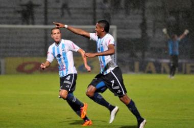 Peralta grita su gol bajo el diluvio jujeño (Foto: Diario Uno)