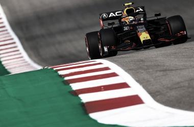 Sergio Pérez durante los libres 2 del GP EEUU/Fuente: Red Bull en Twitter.
