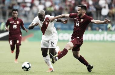 Com grande partida de Fariñez, Venezuela e Peru ficam no empate em Porto Alegre