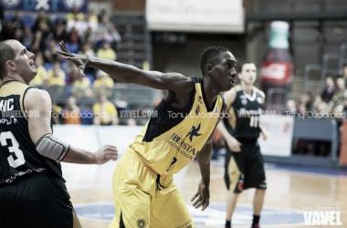 Petit Niang en su debut en ACB con el Iberostar Tenerife.Fotografía: Tony Cuadrado Vavel.com.