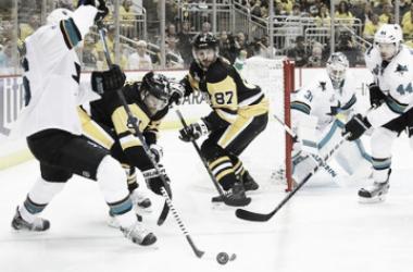 Phil Kessel y Sidney Crosby en la final frente a los Sharks | Foto: zimbio.com
