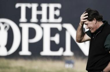Phil Mickelson se quedó a escasos milímetros de entrar en la historia del golf. (The Open).