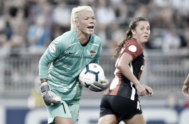 Jane Campbell's heroics preserve three points for the Houston Dash. (Photo by Randy Litzinger/Icon Sportswire via Getty Images)