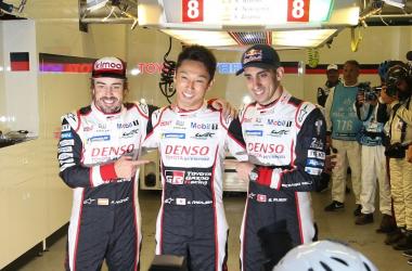 Equipage de la Toyota N°8 ( Fernando Alonso, Kazuki Nakajima et Sébastien Buémi) ; Copyright Photo News.