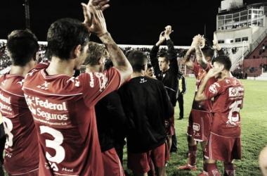 Aplausos al finalizar el partido. Foto: IACC oficial