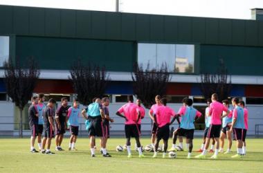 El filial azulgrana vuelve a ejercitarse en la Ciudad Deportiva