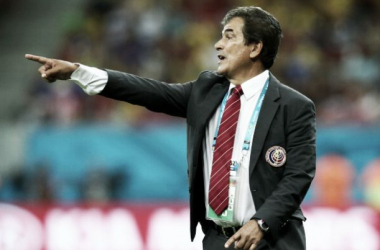 """Emocionado com a vitória, técnico da Costa Rica garante: """"Não vamos ficar por aqui"""""""