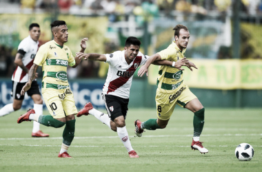 """AUSENTE. """"Pity"""" Martìnez( medio) ya no es màs jugador del Millonario y fue transferido recientemente. Foto: Infobae"""