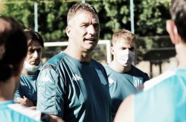 Todos escuchan a Juan Antonio Pizzi en los entrenamientos académicos. (Foto: Racing Club)