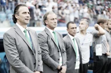Pizzi y su equipo técnico/ Foto: FIFA.com