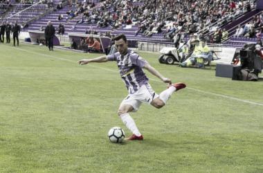 Plano, a punto de mandar un balón al área // FUENTE: Real Valladolid C.F.