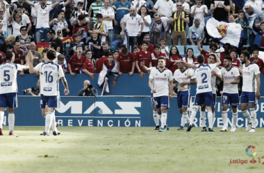 Plantilla zaragocista en la celebración de un gol | Foto: LaLiga