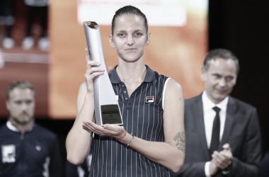 Karolina Pliskova posa con su trofeo de campeona en la pasada edición. Foto: gettyimages.es