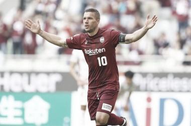 Podolski se diz grato ao futebol por fazê-lo 'aprender culturas diferentes'