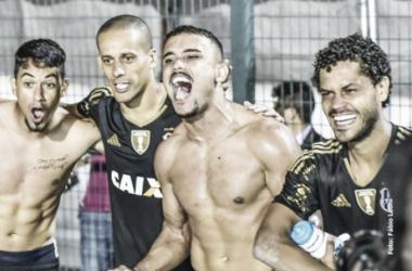 Jogadores da ponte comemoram vitória e vaga para semifinais (Foto:Divulgação Ponte Preta)