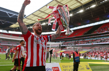 Pontus Jansson holds play-off trophy aloft | GettyImages