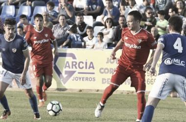 El Sevilla gana y golea en el recuerdo a Fran Carles