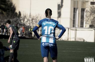 Adriana Martín, con los brazos en jarra, tras un gol de la Real Sociedad. | Foto: Javi Muñoz (VAVEL)