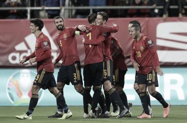 Los jugadores españoles celebran el gol del debutante Pau Torres/ Foto: Twitter selección española
