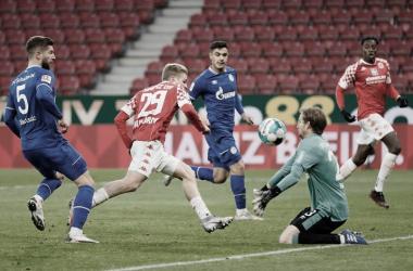 Schalke 04 se recupera dos veces, pero sigue sin ganar