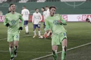 VfL Wolfsburg vence por la mínima a Schalke 04 y avanza de fase