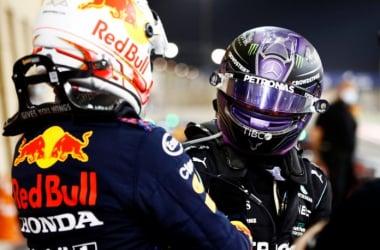 Hamilton y Verstappen al final del GP de Bahréin// Fuente: F1