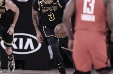 LeBron y Anthony Davis le dan la victoria a los Lakers