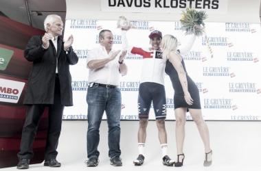 El colombiano en el podium | Imagen: Tour de Suiza