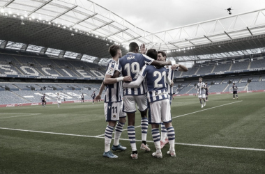 Los jugadores de la Real celebran uno de los goles de Isak // Foto: Real Sociedad