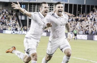 Dwyer y Feilhaber celebran el segundo gol || Imagen: sportingkc.com