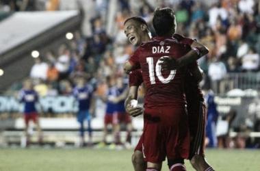 Blas Pérez y Mauro Díaz celebran el gol || Imagen: mls.univision.com