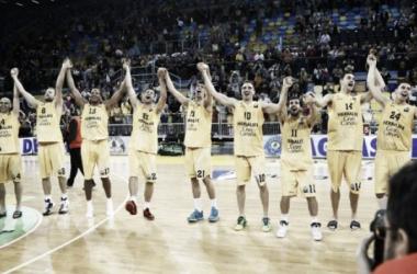 Los jugadores amarillos celebran el pase a la final de la Eurocup | Fotografía: CB Gran Canaria