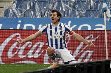 Mikel Oyarzabal celebra el segundo tanto de la Real Sociedad ente el Betis. Vía: Real Sociedad en Twitter.