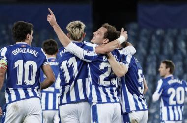 Los jugadores realistas celebran un gol. Vía: Real Sociedad en Twitter.