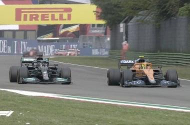 Lewis Hamilton y Lando Norris protagonizaron una batalla preciosa por el segundo puesto. Vía: Fórmula 1 en Twitter.