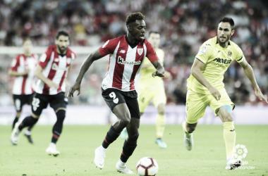 Williams controla un balón ante la presencia de Víctor Ruiz | Foto: La Liga