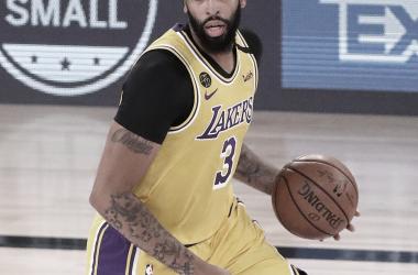 Los Lakers ponen la directa y dejan contra las cuerdas a los Rockets