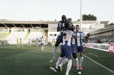 Porto supera dificuldades, bate Tondela e fica a três pontos do título português