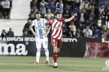Christian Portu señala a alguien mientras festeja un gol I Foto: LaLiga
