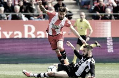 Portu y Pedro López en la pugna por un balón (Foto: Girona FC)