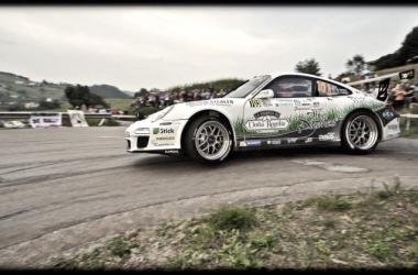 Los hermanos Vallejo con el Porsche // Foto: Vallejo Racing